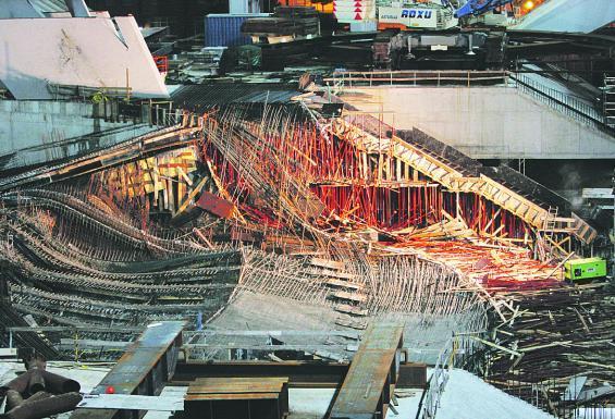 La estructura de la sala principal del Palacio de Congresos, dañada tras el derrumbe.